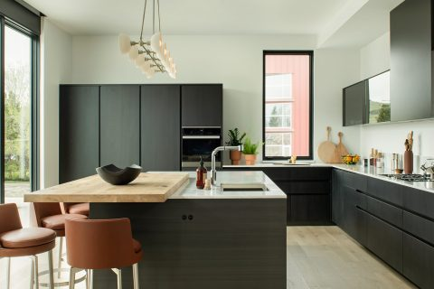 modern kitchen featuring poliform cabinetry, flexform feel good counter stools, and an apparatus pendant