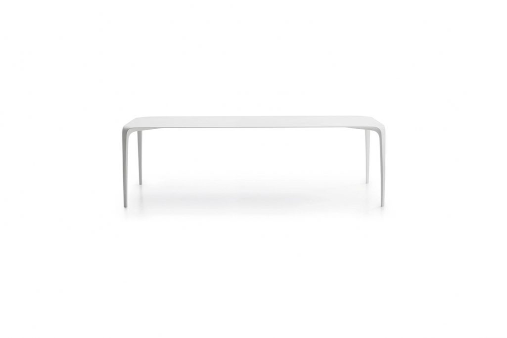 b&b italia link table on a white background