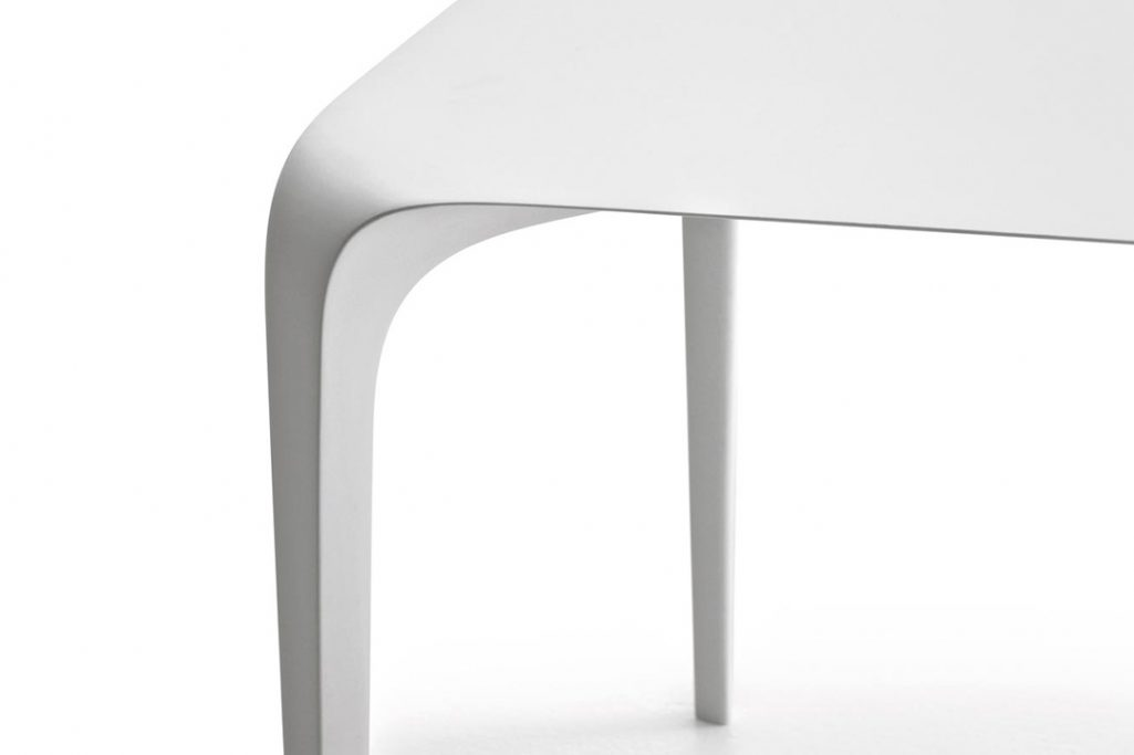 detail of b&b italia link table on a white background