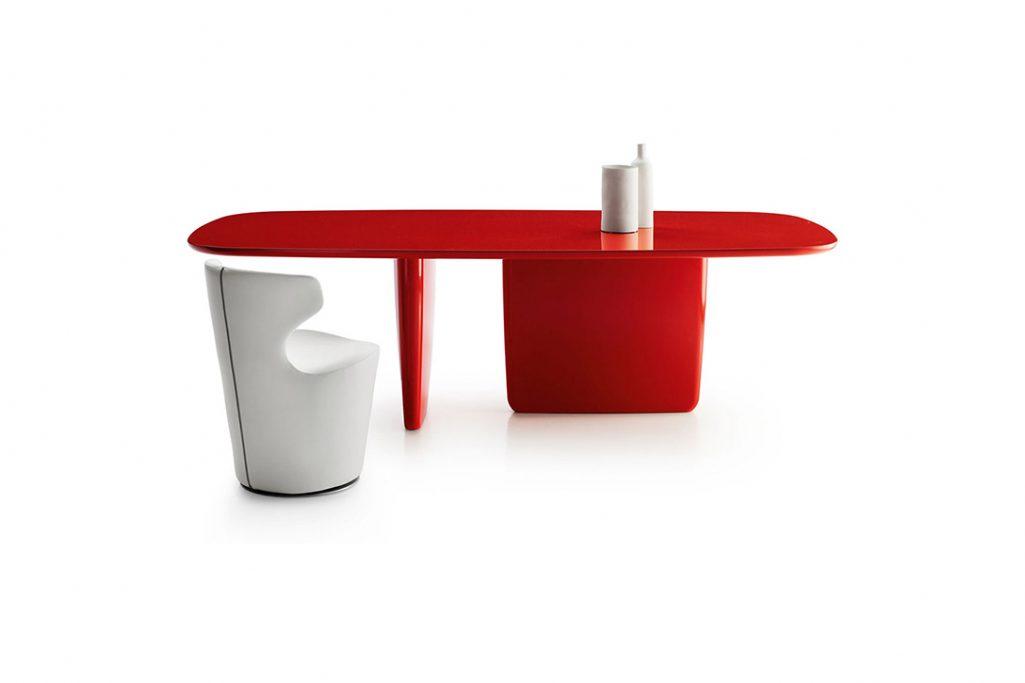 oval b&b italia tobi-ishi table on white background