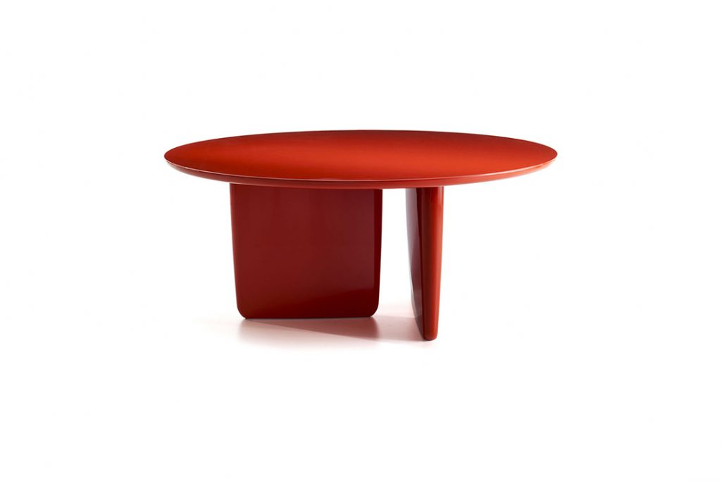 round b&b italia tobi-ishi table on white background