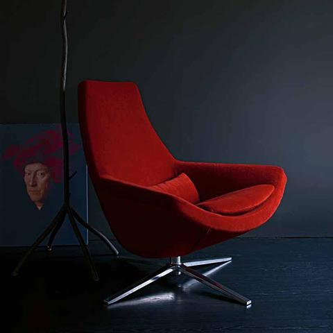 modern space featuring b&b italia metropolitan armchair