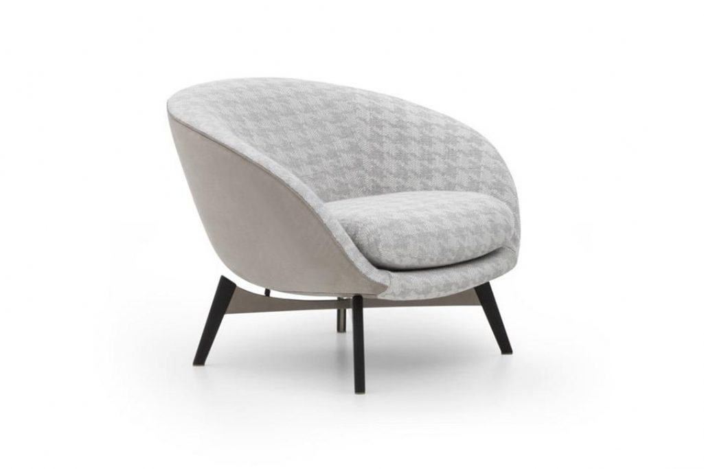 minotti russell armchair fixed on a white background