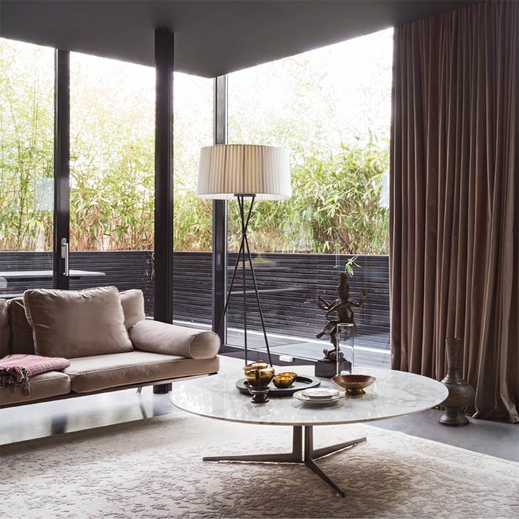 modern living room featuring a flexform fly coffee table