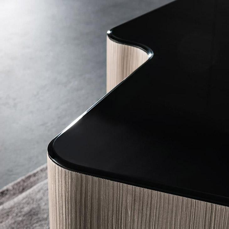 close up of a minotti lou table