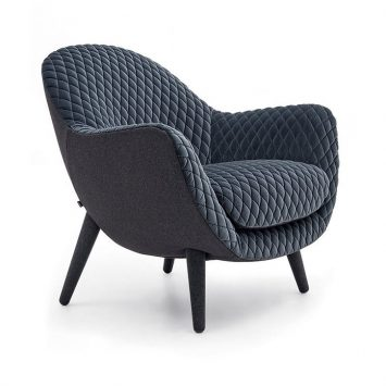poliform mad queen armchair on a white background