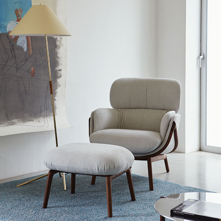 de la espada elysia lounge armchair and ottoman in situ