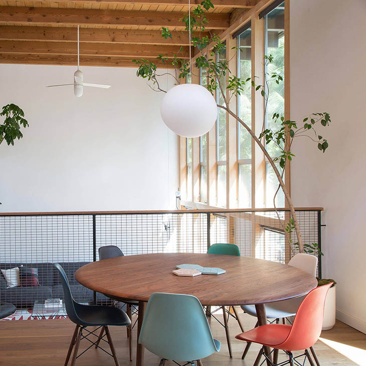de la espada solo dining table and eames shell chairs in situ