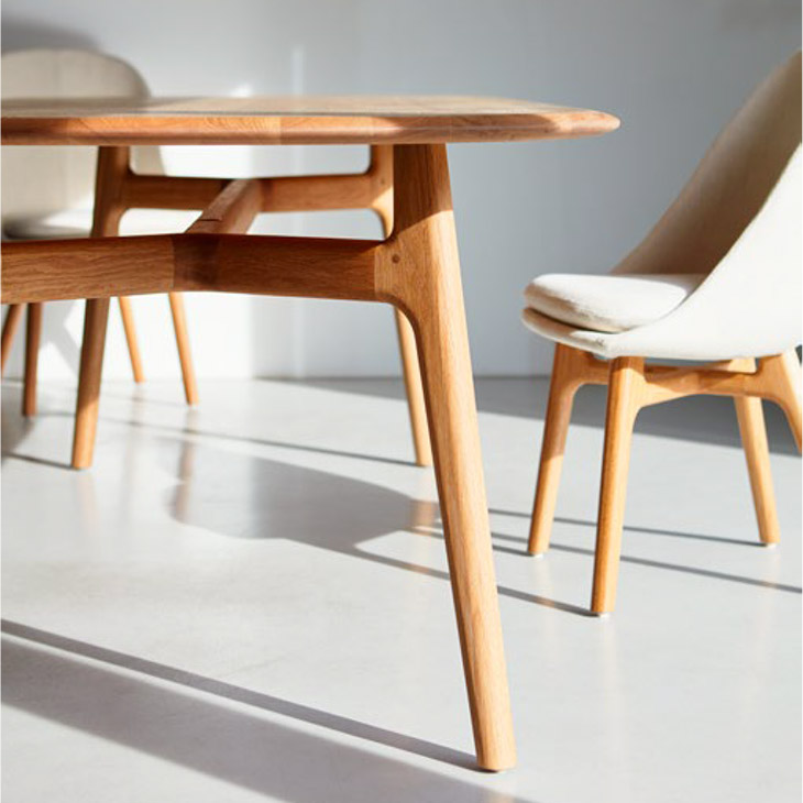 de la espada solo dining table and solo dining chairs in situ